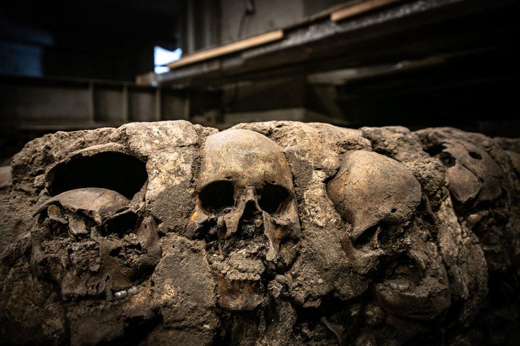 Ventanas arqueologicas Huei Tzompantli 8