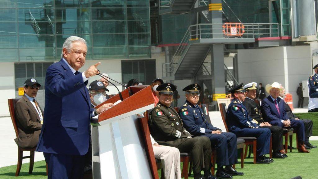 Gobierno respetará inversión privada y concesión de aeropuertos: AMLO