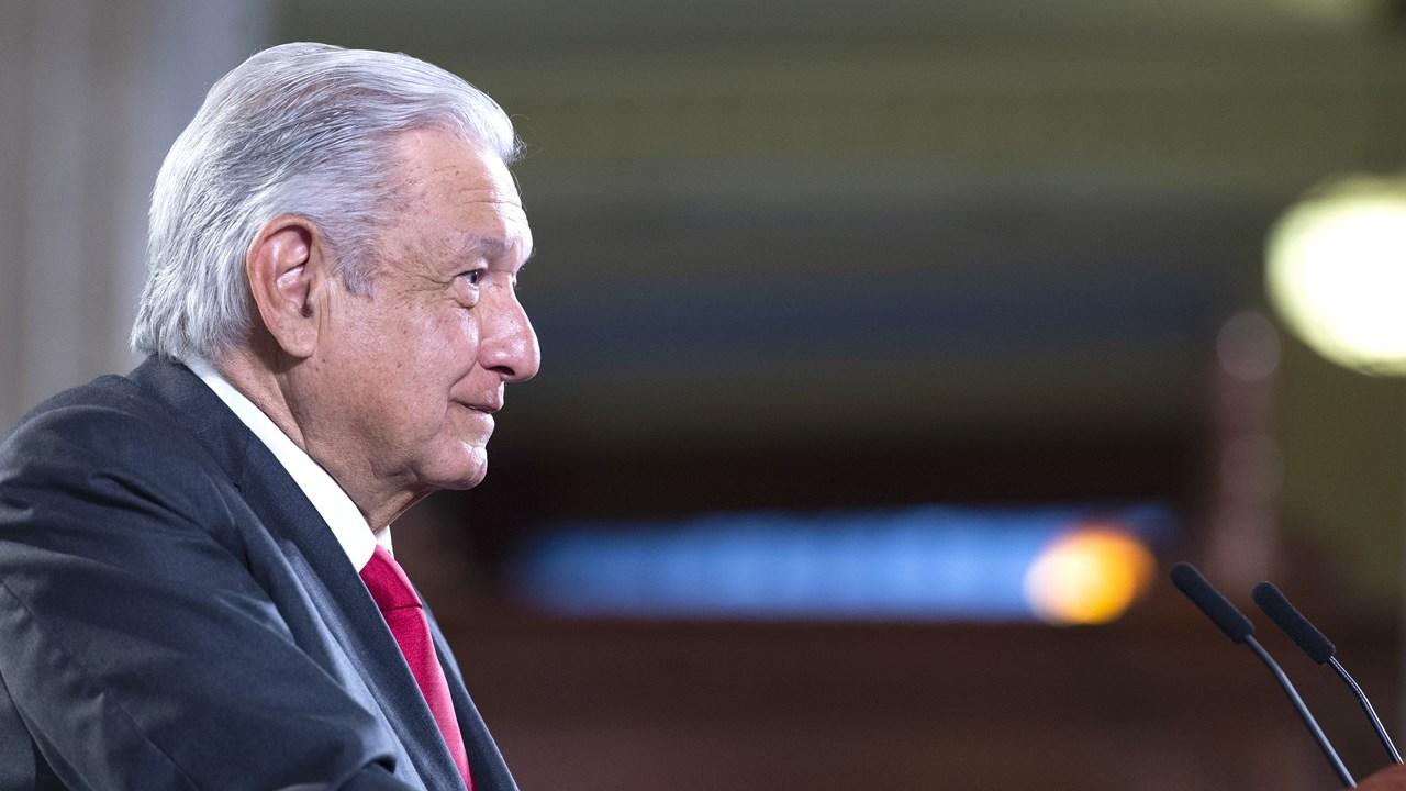 AMLO pide a CNTE liberar vías de tren en Michoacán e ir a Palacio Nacional