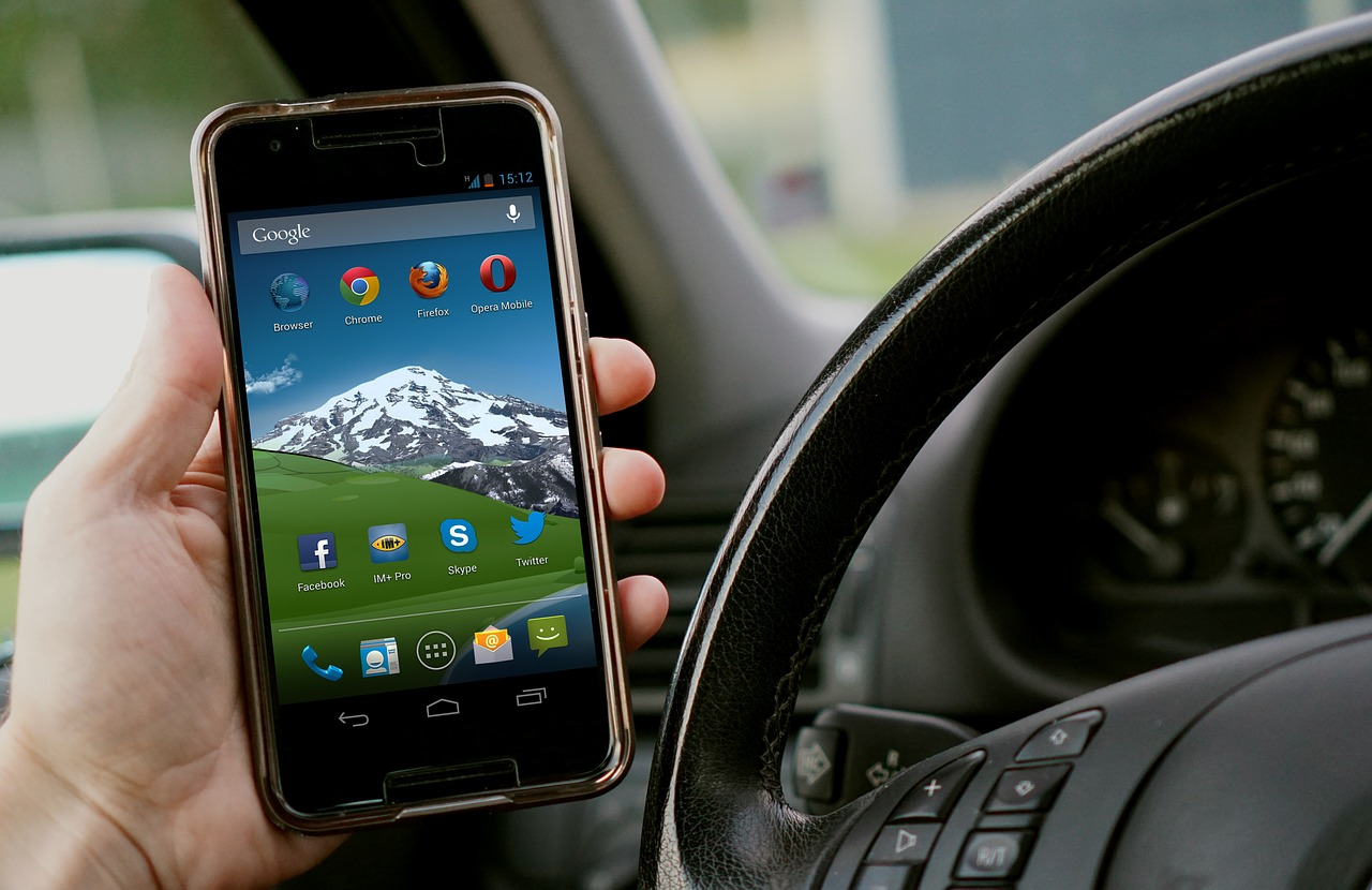 ¿Pagar el seguro de tu coche solo por km recorrido y desde una cartera digital?