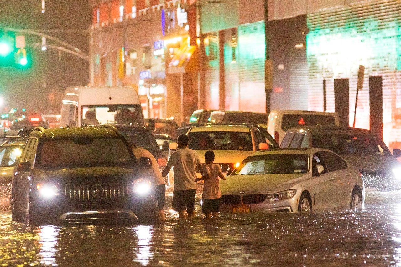 Biden pide acción urgente climática tras ver daños de Ida en EU