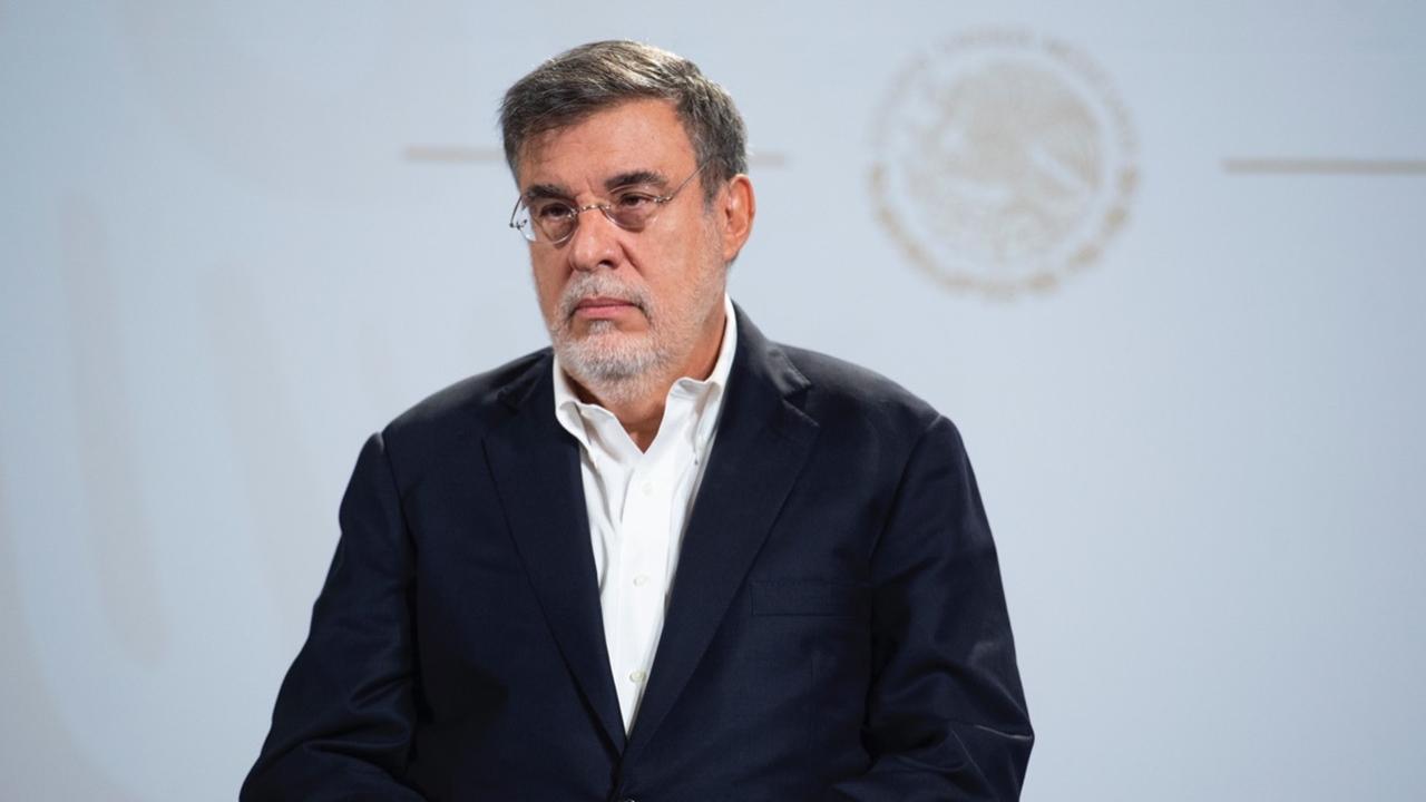 Pese a su salida del gabinete, Julio Scherer no se alejará de la arena política: expertos