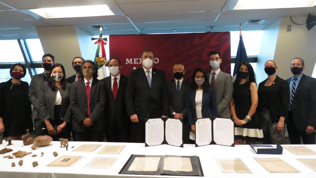 México recupera manuscritos de hace 500 años, incluidos unos de Hernán Cortés