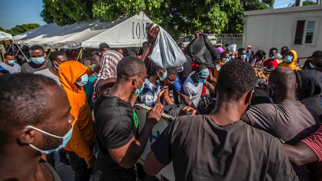 Mujeres y niños, en su mayoría, retoman caravana migrante a CDMX