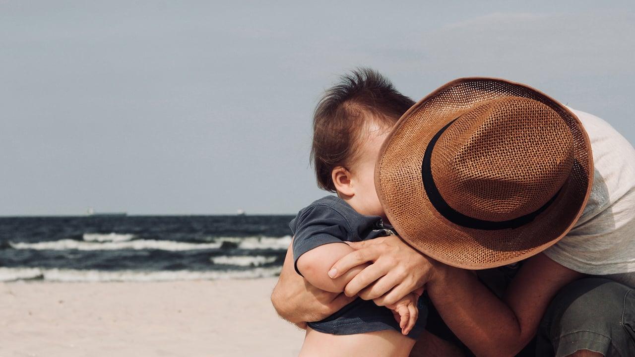 La Suprema Corte será pionera en permisos de paternidad de 3 meses