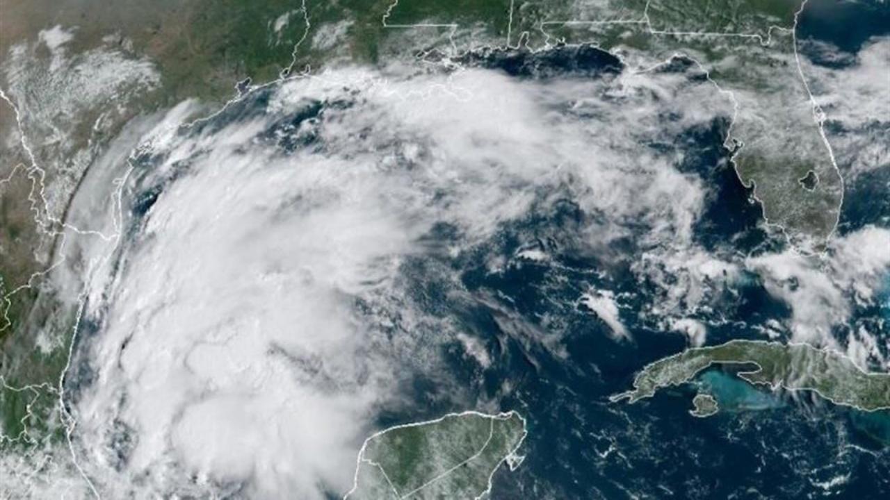 Nicholas golpea la costa del Golfo de EU con fuertes lluvias