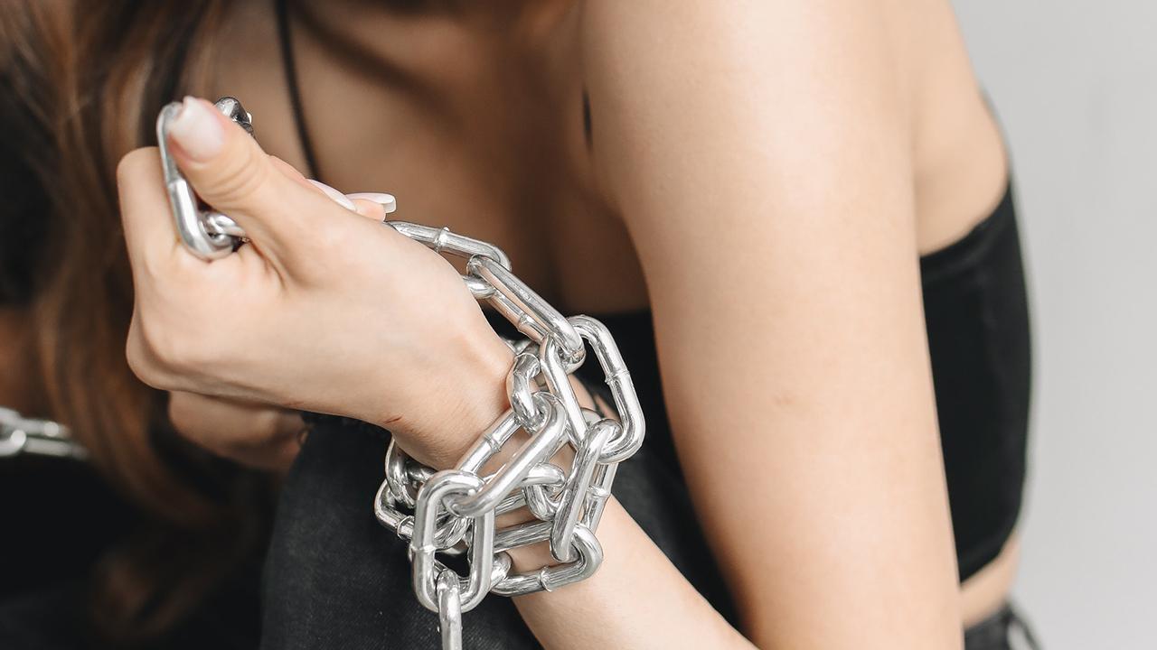 '90% de lo que parece prostitución es trata'; Raquel Caspi retrata el riesgo que corren las mujeres mexicanas