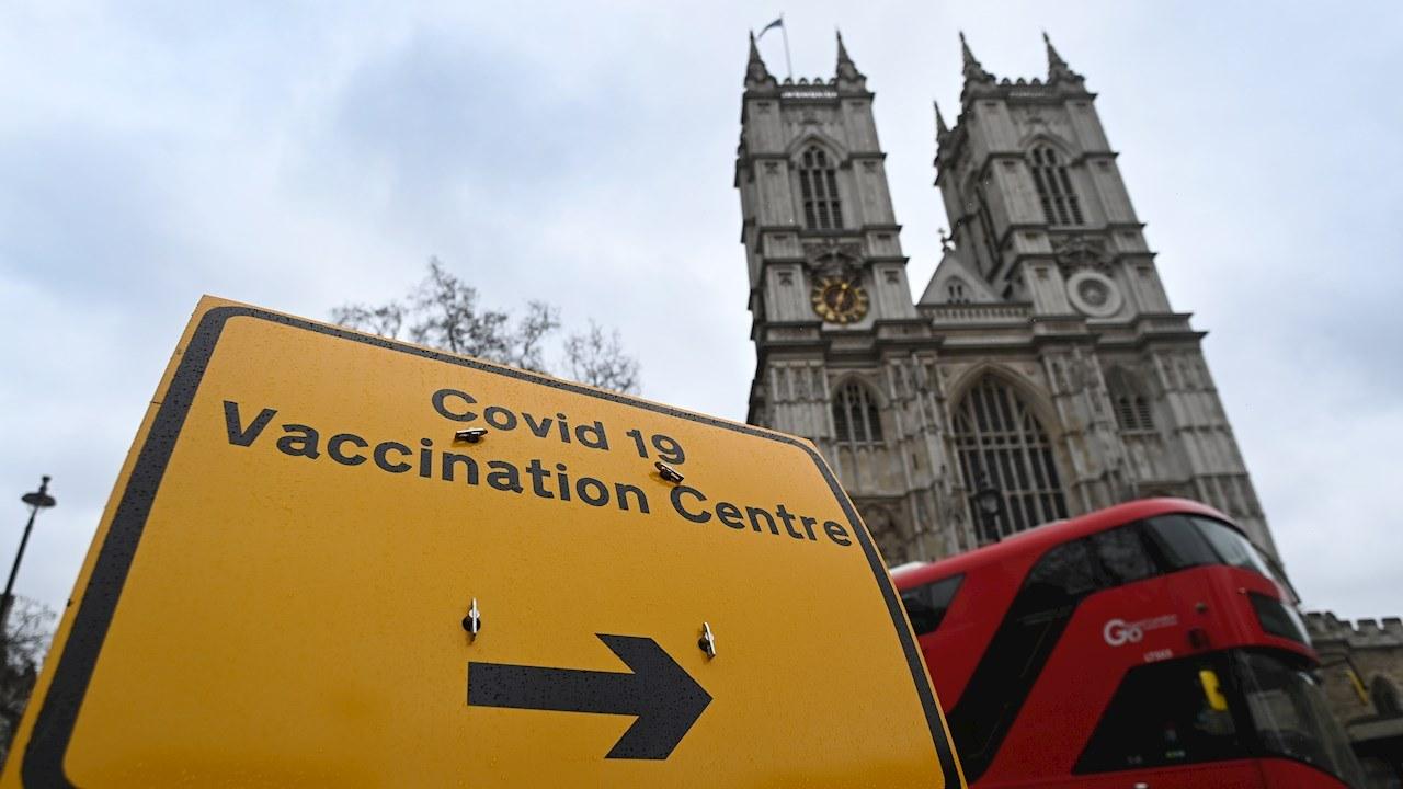 Asesores británicos se abstienen de aconsejar vacuna para adolescentes de 12 a 15 años