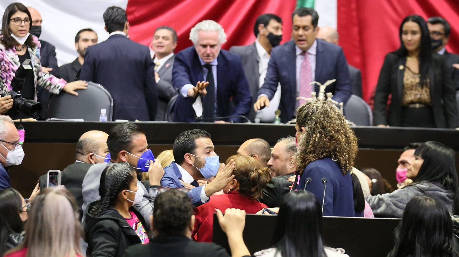 Tras pelea, diputados apuran discusión sobre Miscelánea Fiscal