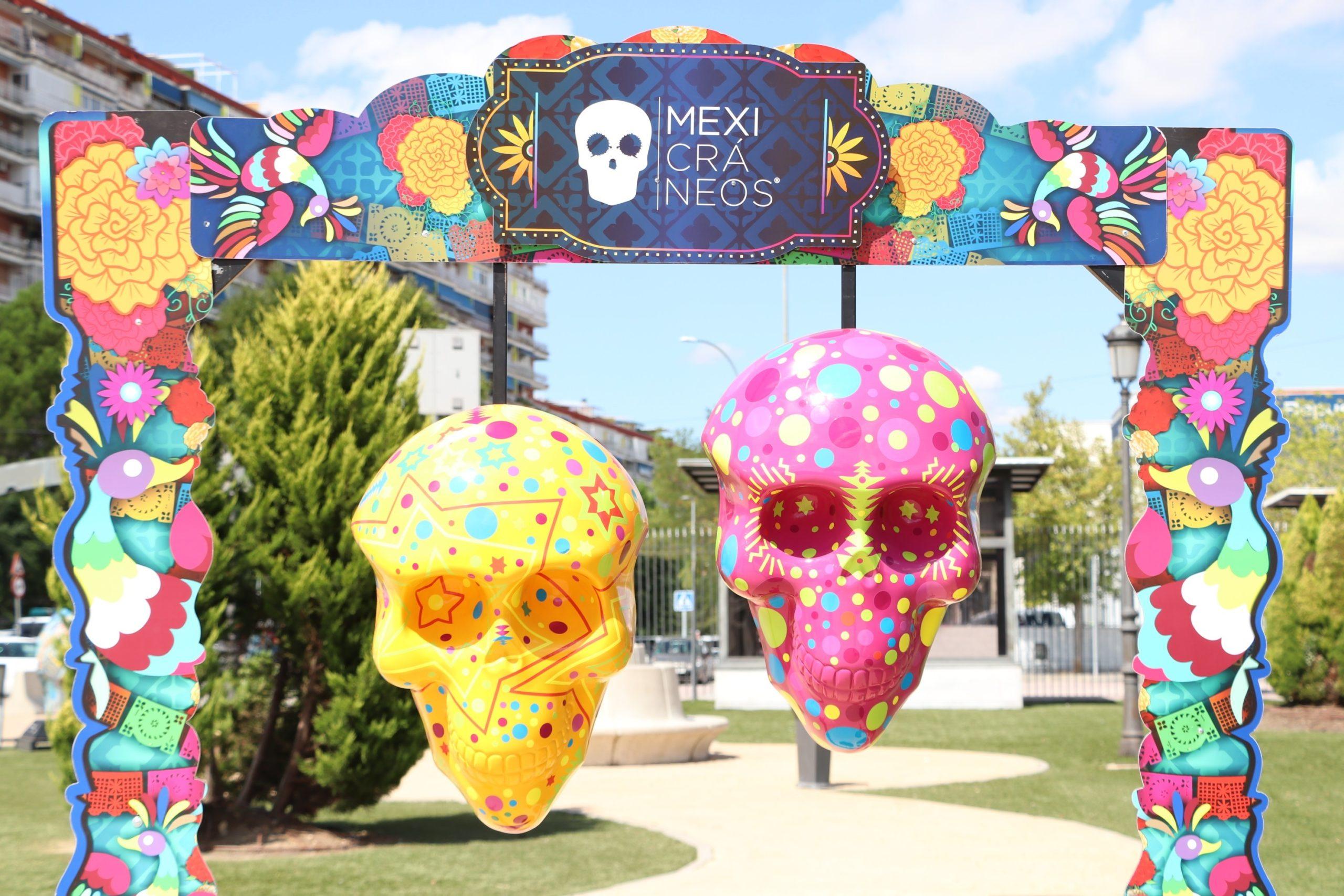 Cráneos monumentales para celebrar la vida