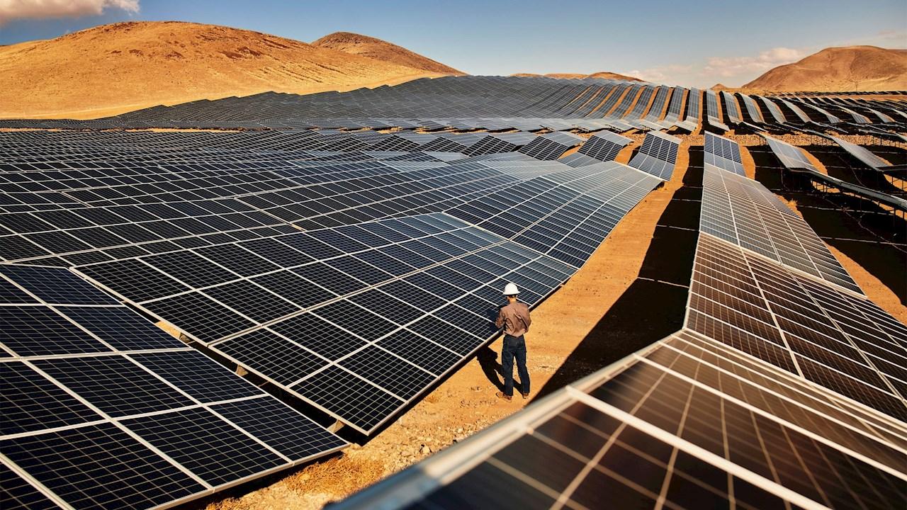 Apple suma 100 proveedores al compromiso de usar sólo energía limpia