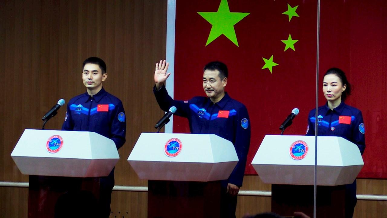 China lanza la Shenzhou-13 con 3 astronautas rumbo a su estación espacial