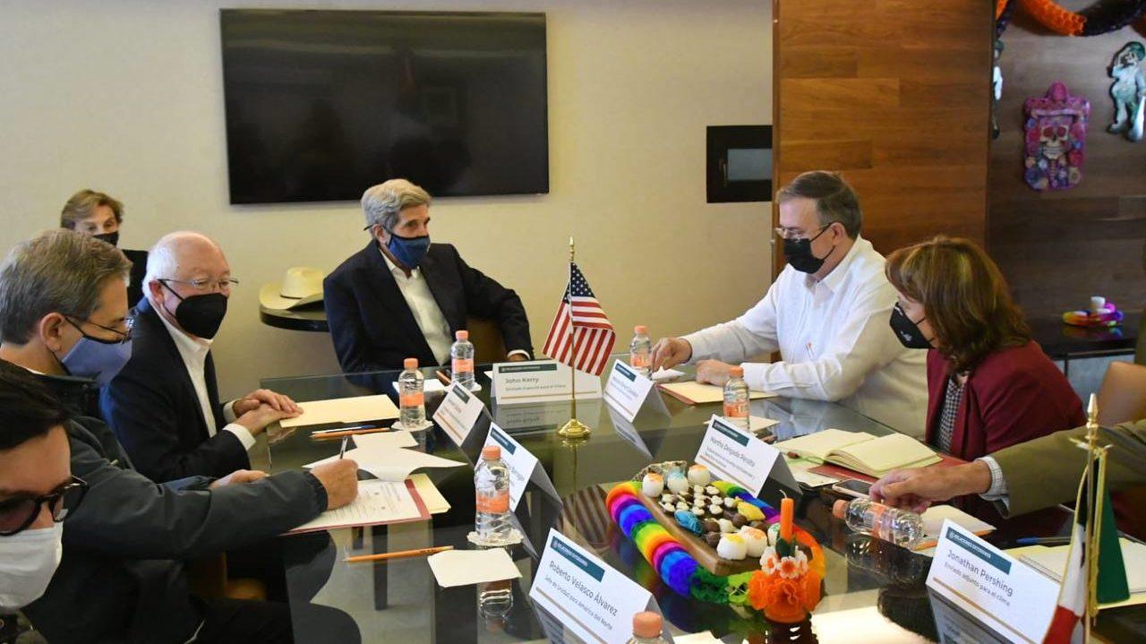 Ebrard se reúne John Kerry previo a encuentro con AMLO