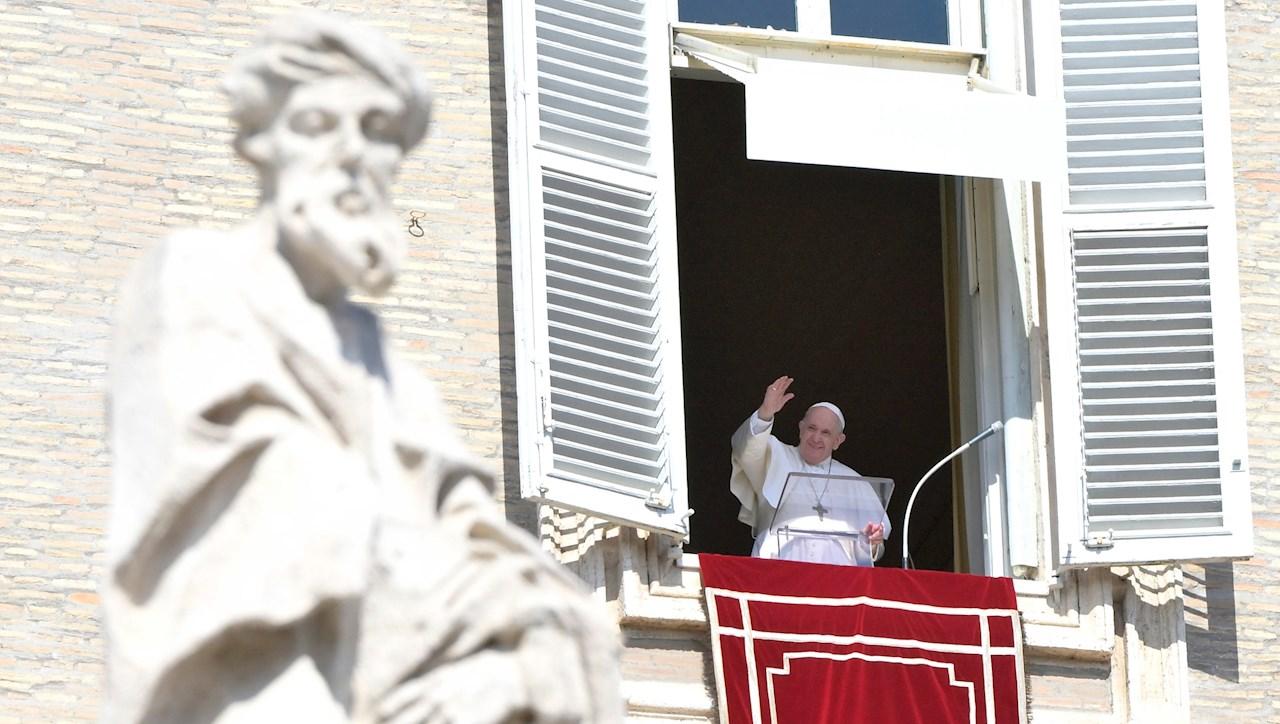 Papa Francisco recibe tercera dosis de vacuna contra el Covid-19