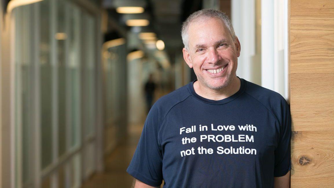 'Fracasa, pero rápido': consejos del fundador de Waze para emprendedores