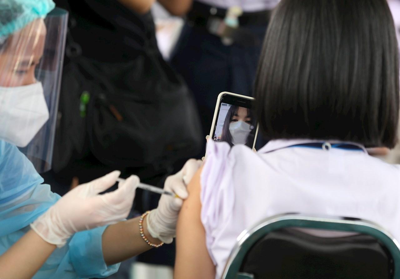 Vacuna Covid-19 de Pfizer es altamente efectiva en adolescentes: estudio