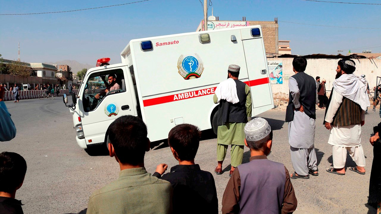 Ataque suicida en mezquita chiíta de Afganistán causa decenas de muertos