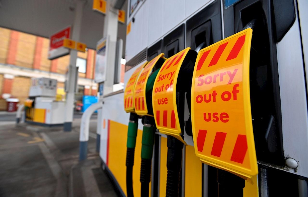 Ejército en Reino Unido comienza a distribuir combustible en gasolineras