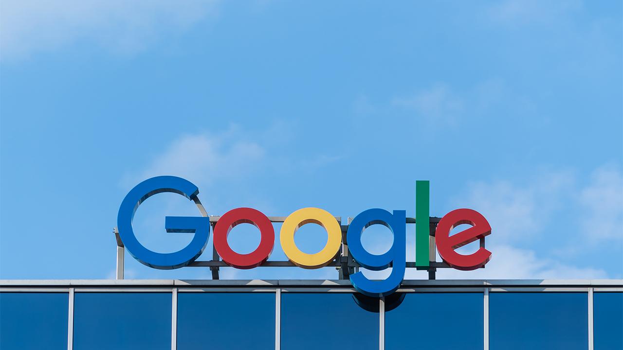 Google presume en privado de ralentizar la normativa de privacidad en la UE