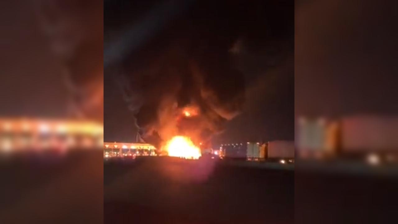 Explota pipa de gas en caseta del Circuito Exterior Mexiquense