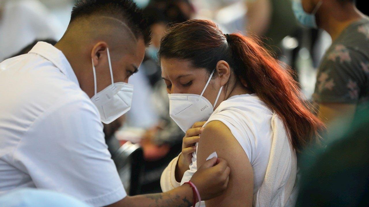 80% de los adultos en México ya tiene al menos una dosis de la vacuna contra Covid-19