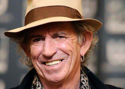 Keith Richards, de los Rolling Stones cambia la guitarra por libros