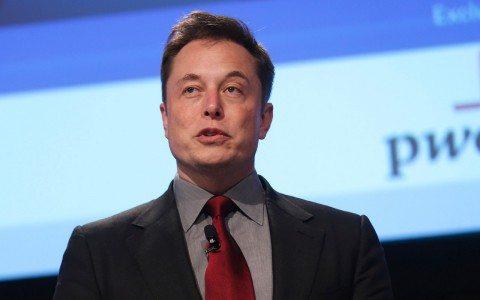 SpaceX pretende enviar dos civiles a la luna en 2018