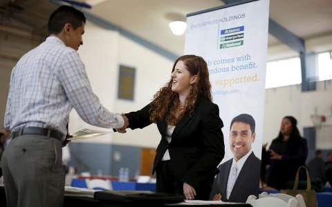 Estados Unidos crea más empleos de los esperados en febrero