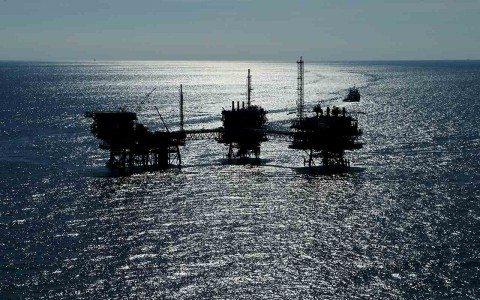 Pemex y Chevron firman contrato para explotar aguas profundas