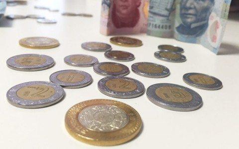 Peso avanza por petróleo; BMV hila cinco sesiones con ganancias