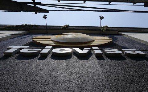 Pago por despidos y compra de Univisión golpean ganancias de Televisa en 2016