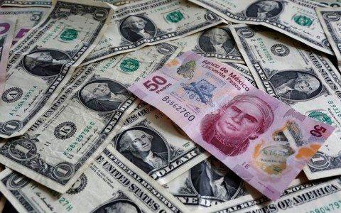 Peso gana terreno al dólar y espera comentarios de Yellen
