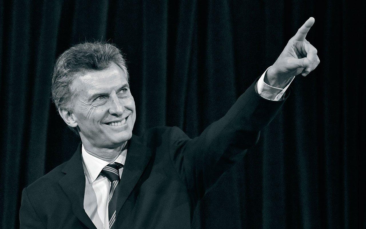 Mauricio Macri sale ileso de ataque contra auto en el que viajaba