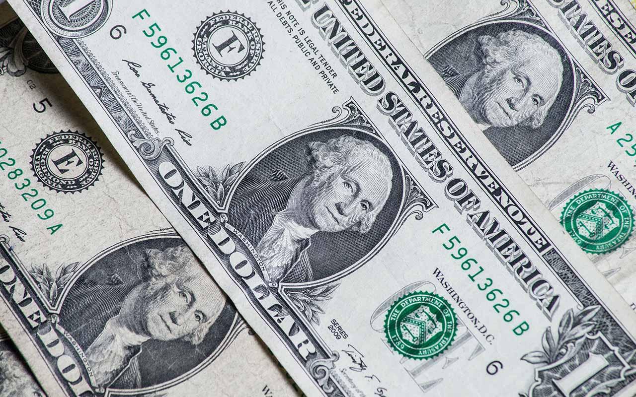 El dólar pierde terreno, pero se mantiene por arriba de 20 pesos