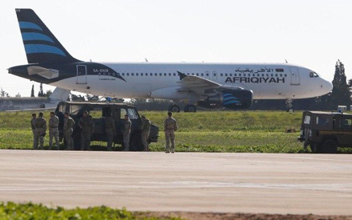 Liberan en Malta a 118 pasajeros de avión secuestrado