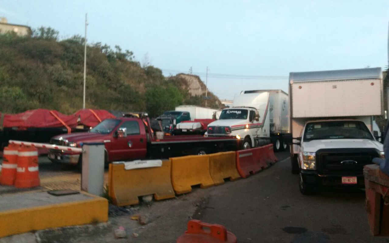 Protestas contra alza en precio de gasolinas paralizan las carreteras del país