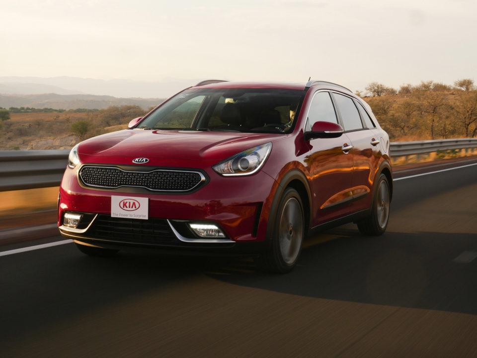 Kia lanza su primer auto híbrido en México